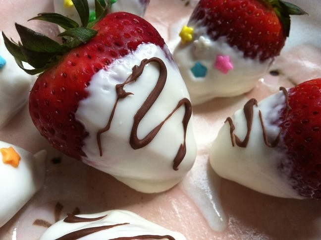Frozen Honey Greek Yogurt Dipped Strawberries - Cooking with a Wallflower