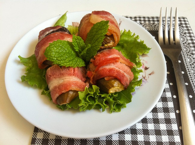 Bacon Wrapped Figs | Cooking with a Wallflower