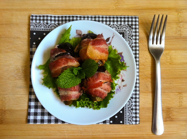 Bacon Wrapped Figs   Cooking with a Wallflower