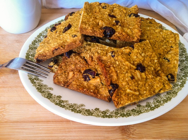 Baked Pumpkin Cranberry Almond Oatmeal Squares | Cooking with a Wallflower