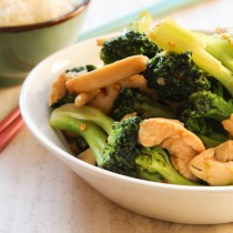 Broccoli, Mushrooms, and Chicken Stir Fry | Cooking with a Wallflower