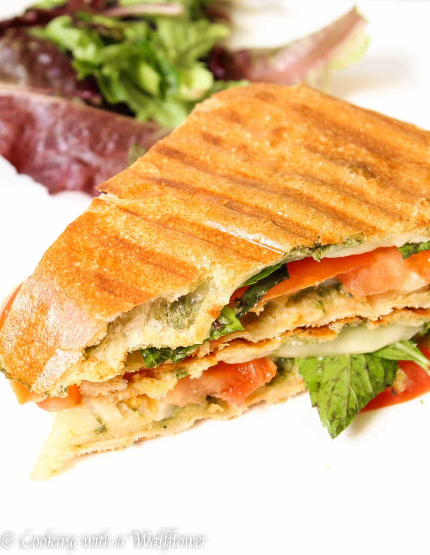 Tomato Basil Grilled Cheese Sandwich