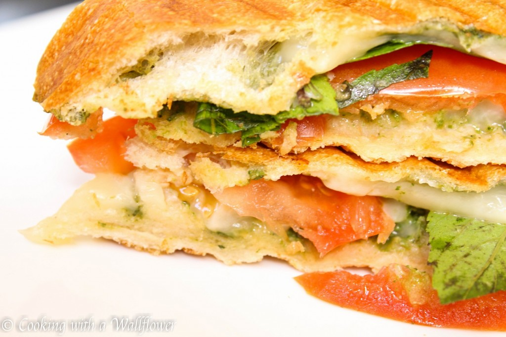 Tomato Basil Grilled Cheese Sandwich | Cooking with a Wallflower