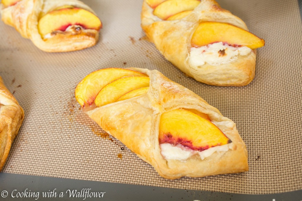 Peaches 'n Cream Puff Pastries | Cooking with a Wallflower