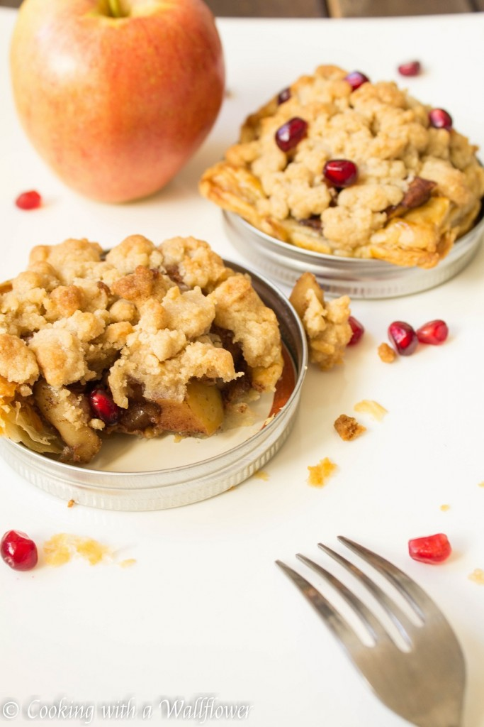 Mason Jar Lid Apple Crumble Pies | Cooking with a Wallflower