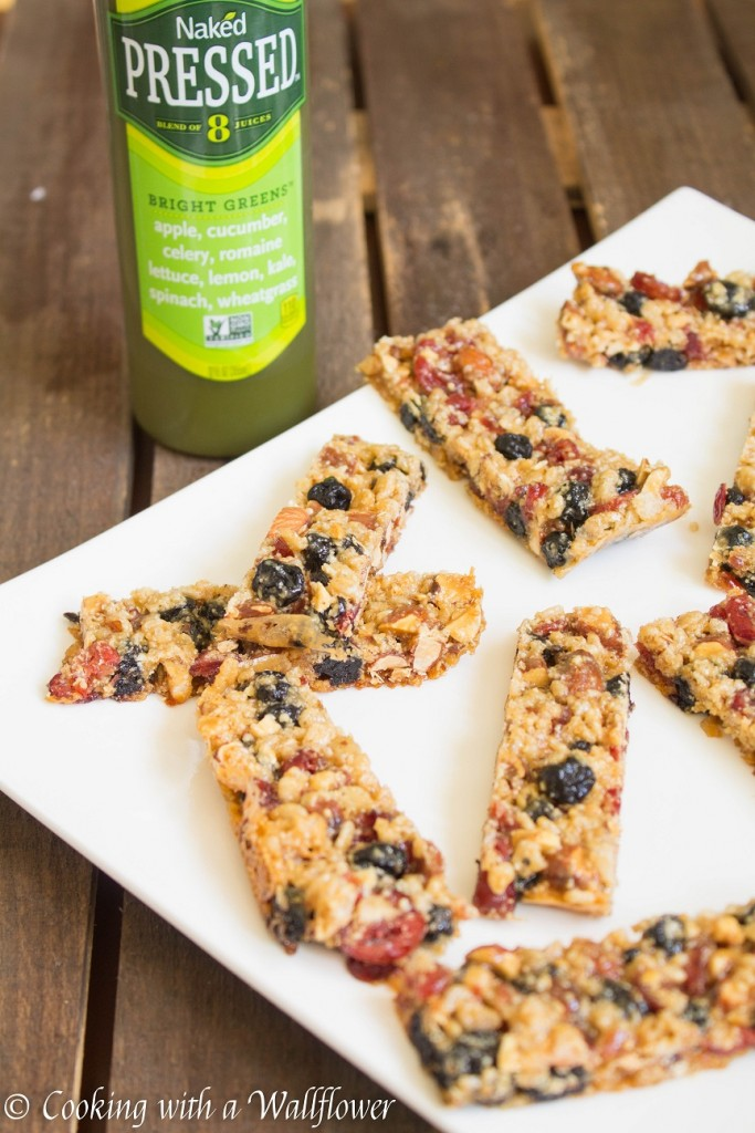 Berry Almond Rice Crispies Snack Bars | Cooking with a Wallflower