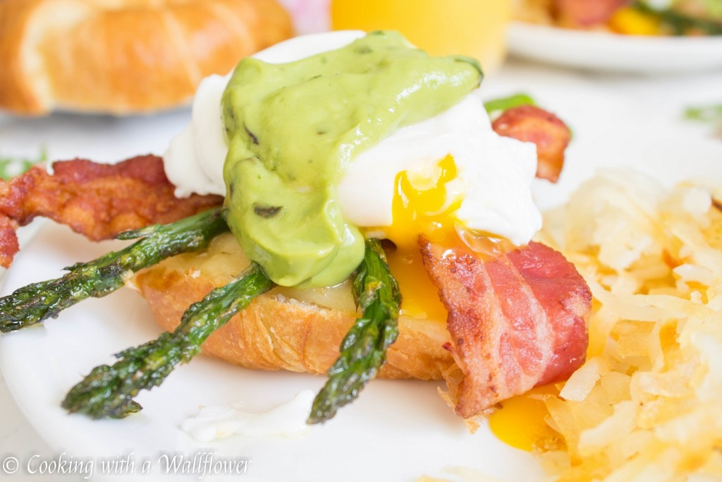 Roasted Garlic Asparagus and Bacon Eggs Benedict with Basil Avocado Cream Sauce | Cooking with a Wallflower