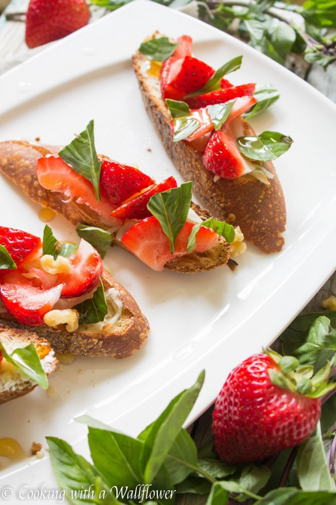 Honey Strawberry Basil Toast | Cooking with a Wallflower