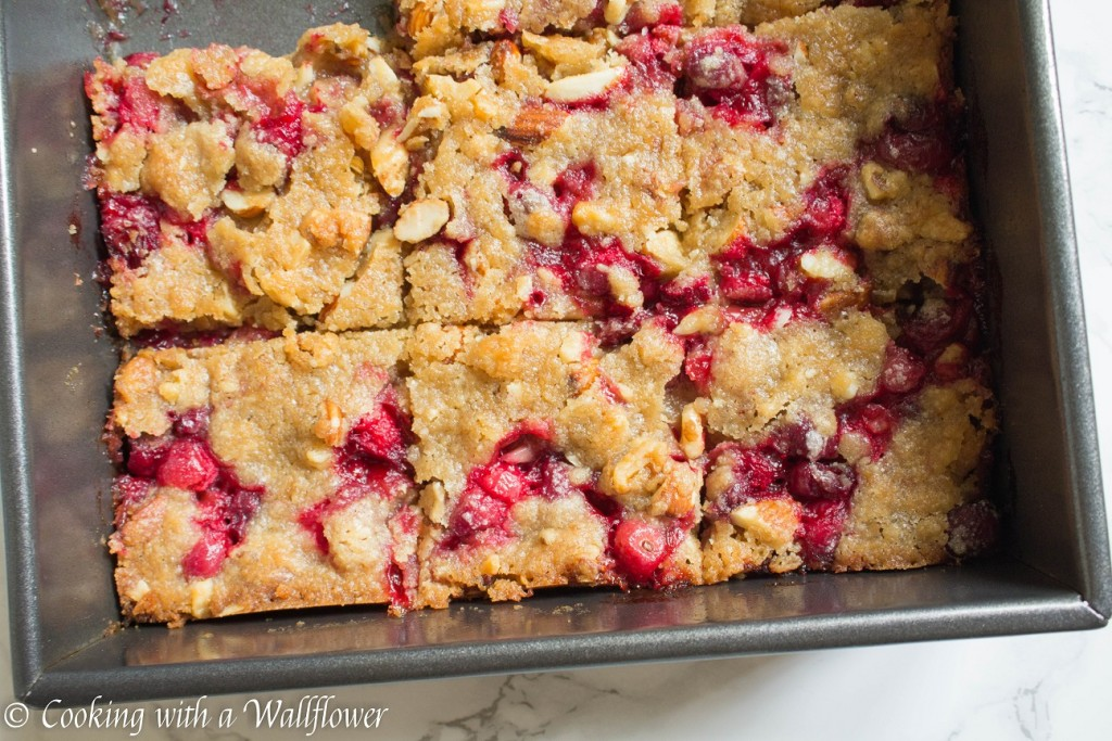 Cranberry Crisp Bars | Cooking with a Wallflower