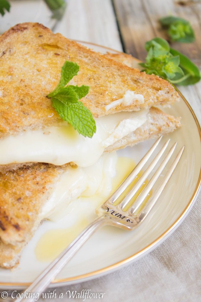 Salted Honey Brie Grilled Cheese Sandwich | Cooking with a Wallflower