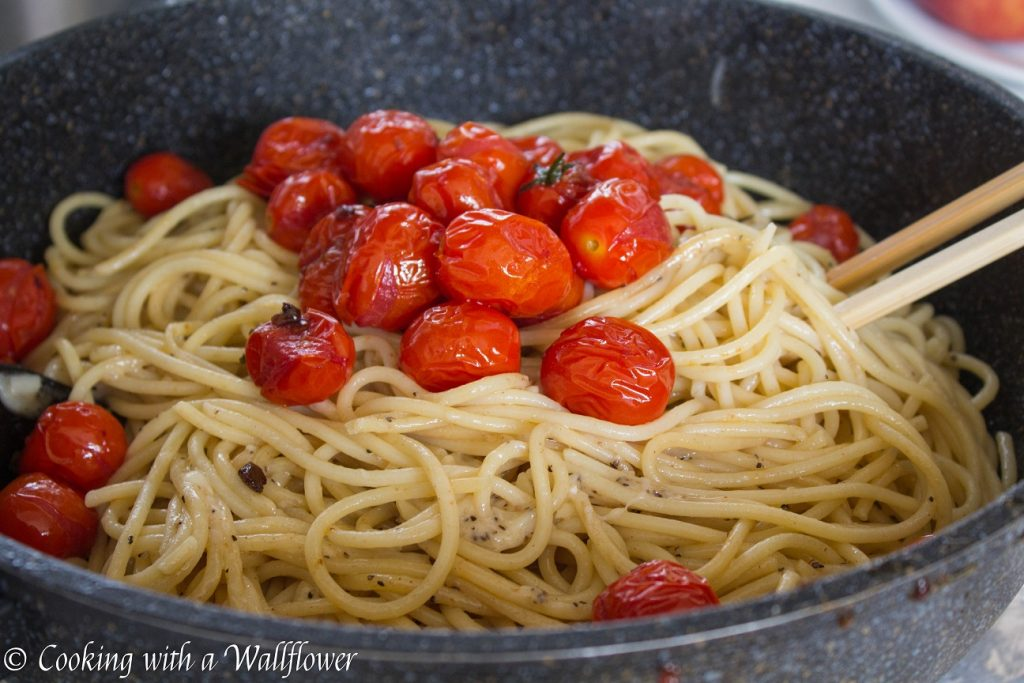 Cacio e Pepe wih Burst Tomatoes | Cooking with a Wallflower