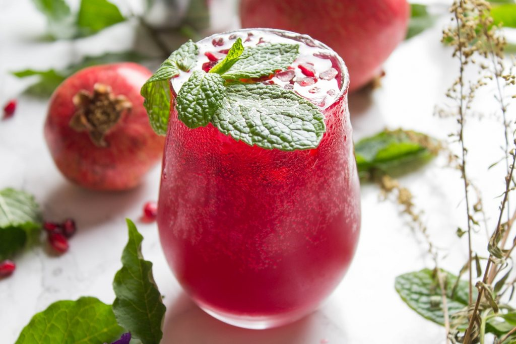 Sparkling Pomegranate Raspberry Lemonade Vodka Soda | Cooking with a Wallflower