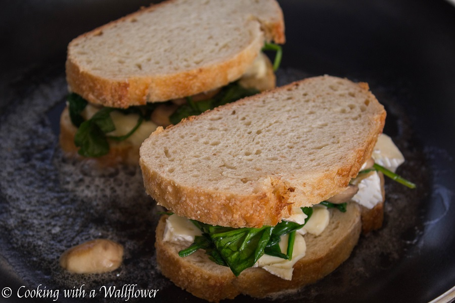 Spinach Mushroom Grilled Cheese | Cooking with a Wallflower