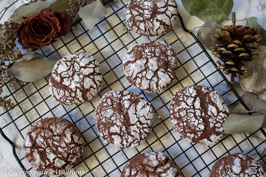 Chocolate Crinkle Cookies | Cooking with a Wallflower