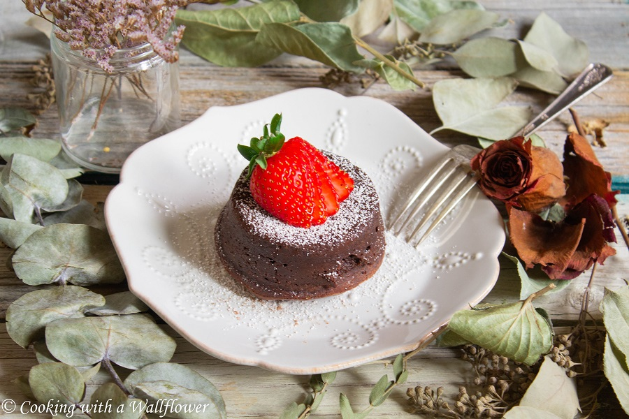 Matcha Chocolate Lava Cake | Cooking with a Wallflower