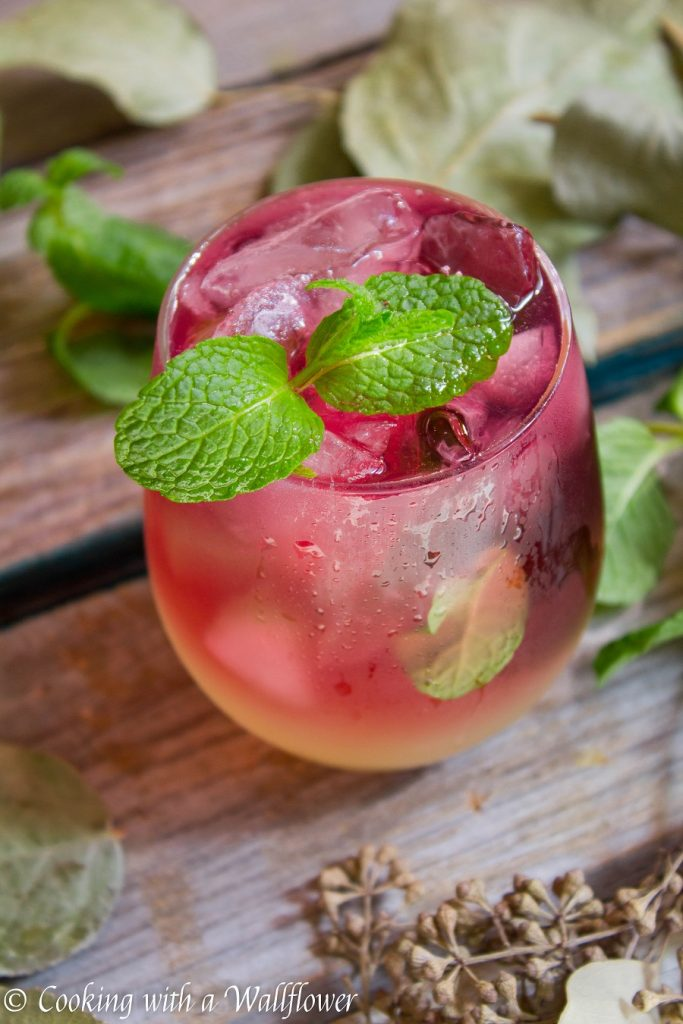 Sparkling Hibiscus Gin Lemonade | Cooking with a Wallflower
